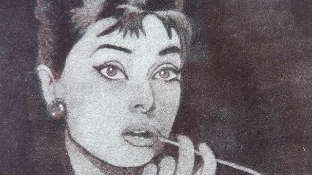 Кони, актрисы, иконы: калининградка создаёт картины из тополиного пуха