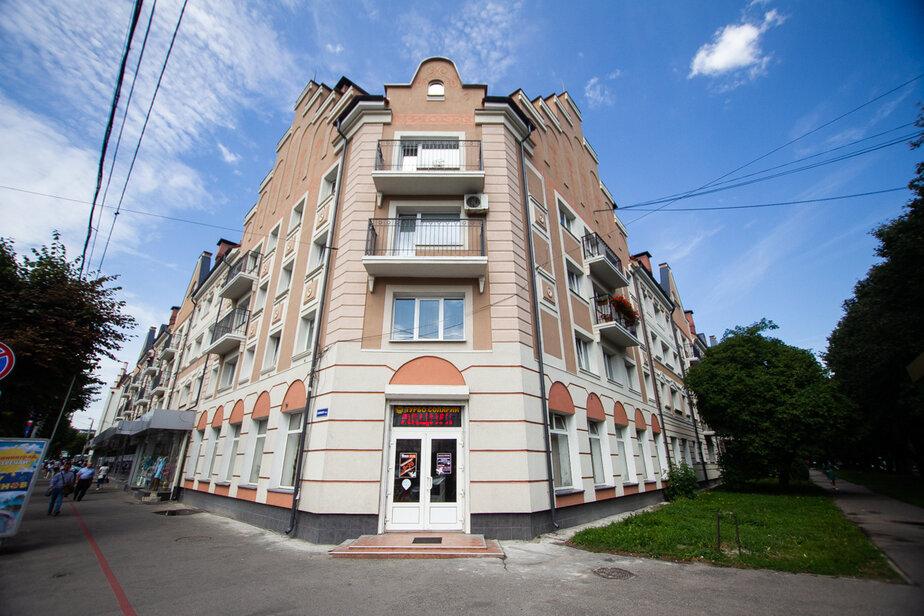 В советские годы первый этаж этого дома занимало кафе «Снежинка» | Фото: архив «Клопс»