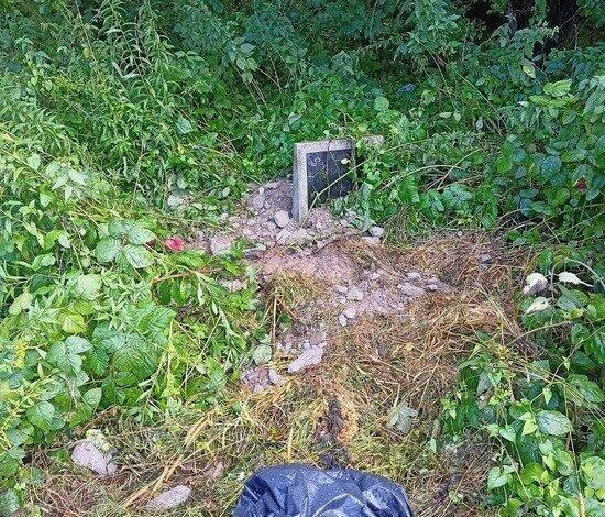 Соседнюю могилу завалили кусками бетона  | Фото предоставила Анна Кутепова