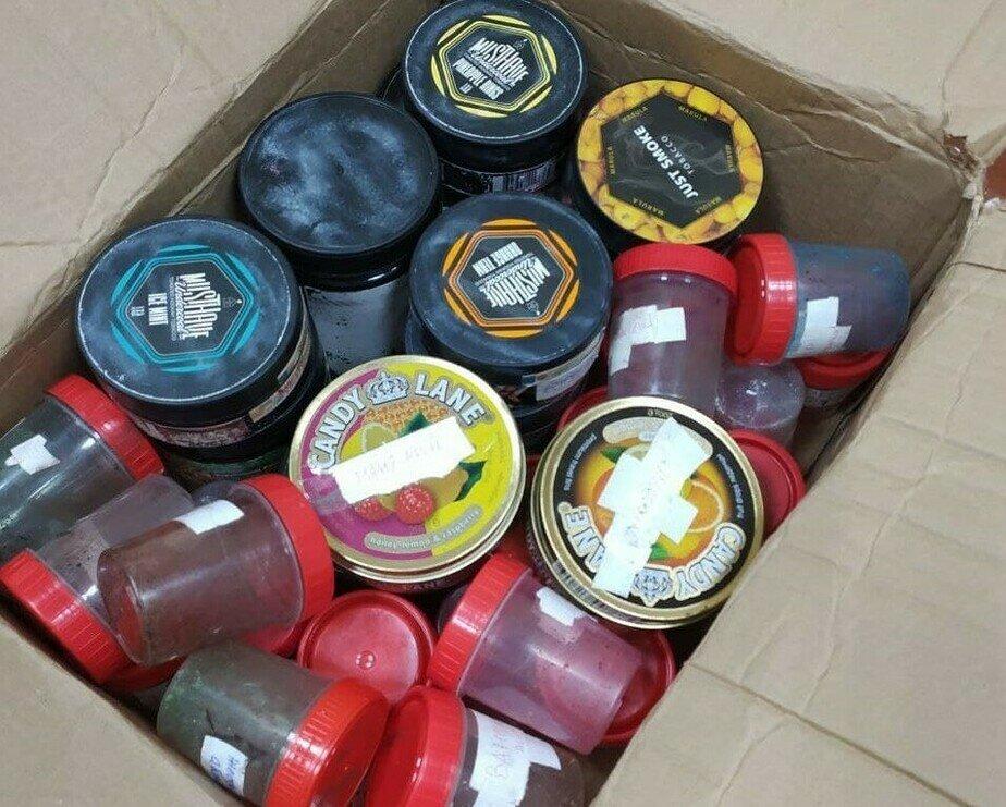 В квартире и гараже Зуева нашли десятки банок с запрещённым веществом   Фото: предоставлено СУ СК России по Калининградской области