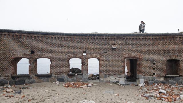 «Нужно решить проблемы берегоукрепления»: Маслов — о восстановлении разрушающегося Западного форта на Балткосе