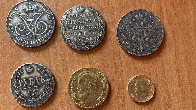 «Думал, что он дурак — а дураком оказался я»: 23-летнему калининградцу продали поддельные монеты за 50 тысяч