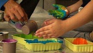 В Калининграде выставят на продажу майки и толстовки, которые раскрасили дети с аутизмом
