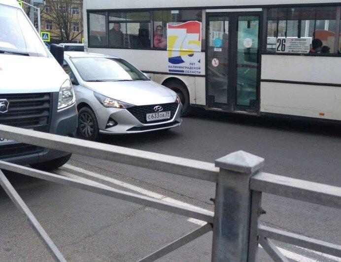 На Советском проспекте сбили женщину, которая бежала к трамваю - Новости Калининграда | Фото: очевидец