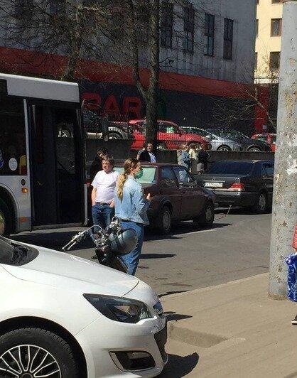 Очевидцы: на Леонова в жилом доме взорвался газ (обновлено) - Новости Калининграда | Фото: очевидцы