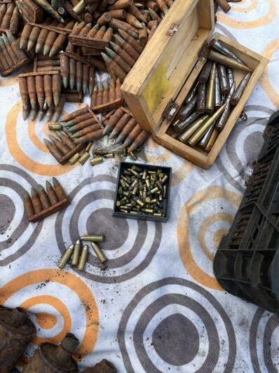 У жителя Светлого в сарае нашли склад оружия и боеприпасов времён войны (фото, видео) - Новости Калининграда   Фото: пресс-служба регионального УМВД