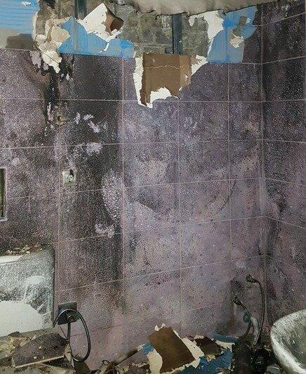 Ванная комната после пожара   Фото: Предоставил житель дома Игорь