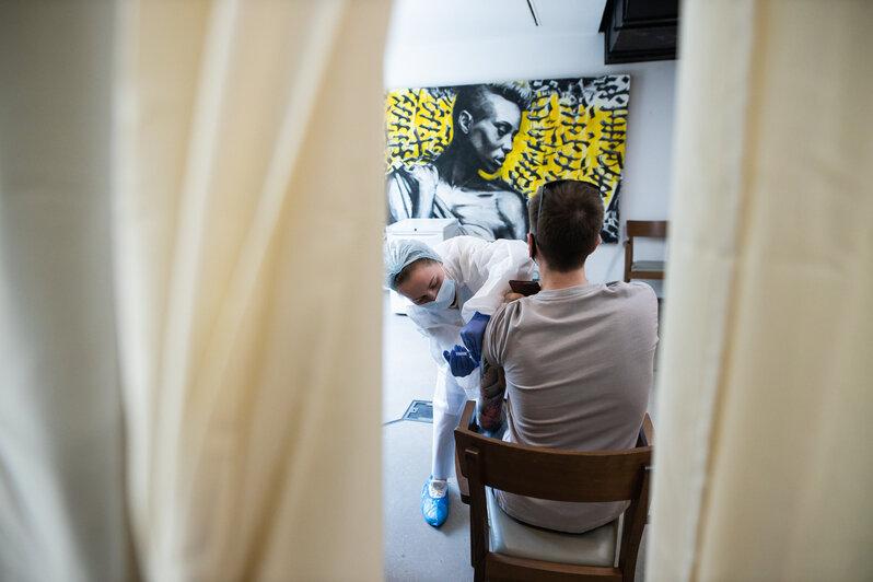 «Без безумных очередей»: в Калининграде открылся первый в России мобильный пункт вакцинации на базе общепита (фото) - Новости Калининграда   Фото: Александр Подгорчук