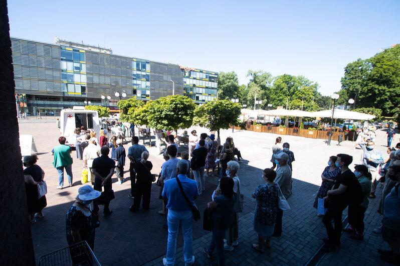 «К обеду привьёмся!»: что происходит на пунктах вакцинации в Калининграде  - Новости Калининграда   Фото: Александр Подгорчук
