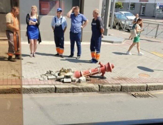 Увезли люди в комбинезонах: с калининградской улицы пропал старинный пожарный гидрант - Новости Калининграда
