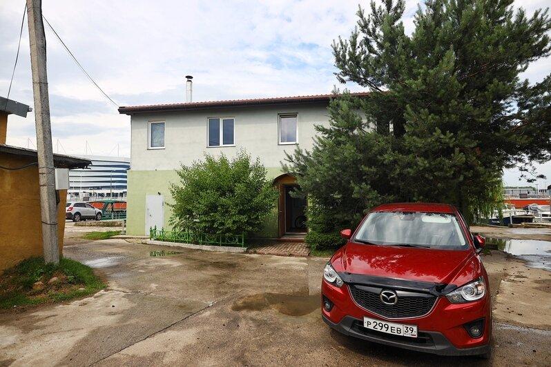 На фото: административное здание клуба  | Фото: Александр Подгорчук / «Клопс»