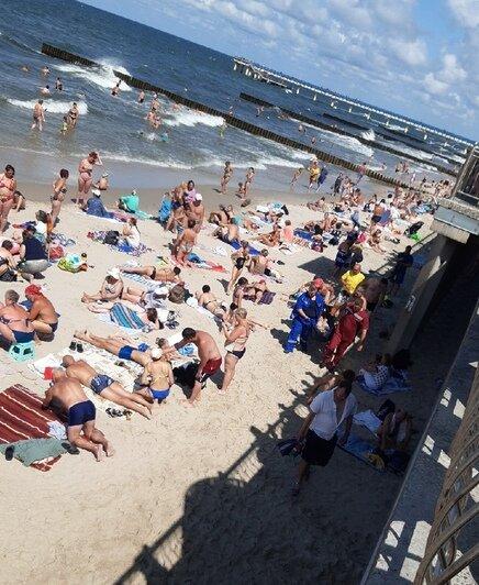 Очевидцы: в Зеленоградске в море едва не унесло ещё одного мужчину (фото) - Новости Калининграда   Фото очевидца
