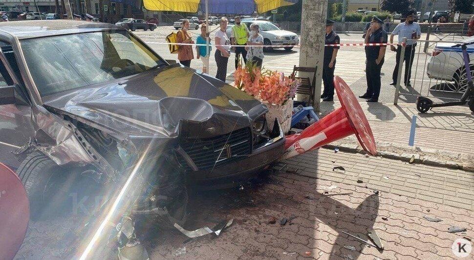 «Водитель Mercedes попытался вскрыть вены»: очевидец — о смертельном ДТП на Фрунзе - Новости Калининграда | Фото: «Клопс»