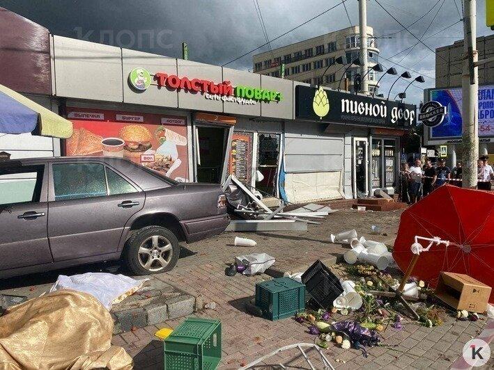 В Калининграде на Фрунзе Mercedes въехал в мини-рынок, есть погибший (видео) - Новости Калининграда | Фото: «Клопс»