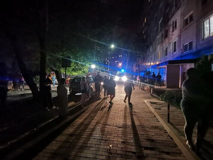 «Побежал через огонь спасти кота»: в Калининграде в девятиэтажке произошёл пожар (фото) - Новости Калининграда | Фото от очевидцев