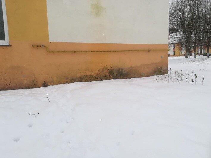 На фото фасада дома, где живут Яна и Владимир    Фото: из личного архива Яны Петровой