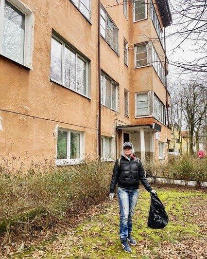 Восемь мешков мусора: активисты привели в порядок сквер у исторического здания на Расковой в Калининграде - Новости Калининграда   Фото: инициативная группа