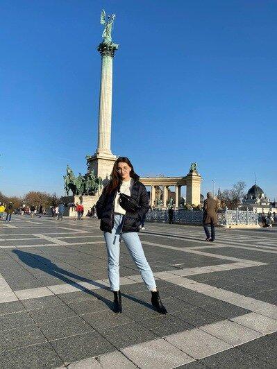 Марина на Площади Героев в Будапеште   Фото: личный архив