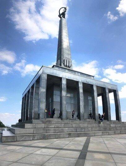 Славин-памятник в честь солдат Советской Армии   Фото: личный архив
