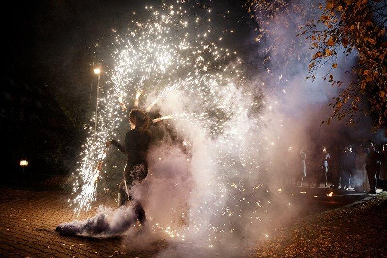 Фаерщики показывают программу | Фото: Ксения Денисова