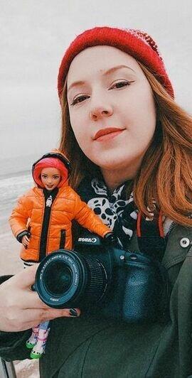 Крохотные джинсы дважды облетели мир и добрались до нас: как калининградка и её кукла рекламируют регион - Новости Калининграда   Фото: личная страница Евгении Дудыкиной / Instagram